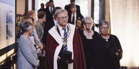 rektor Mikko Hupa leder festprocession
