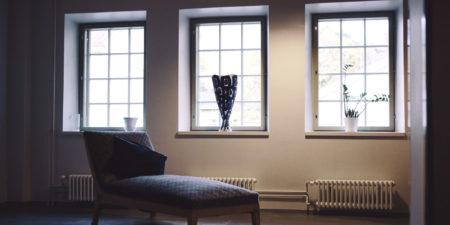 Bild på en soffa i ett rum