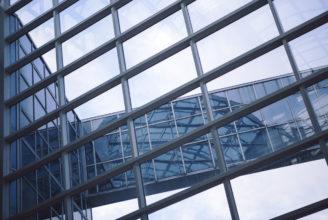 Bild på en glasbyggnad