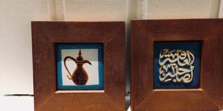 Små tavlor med arabiska mönster.