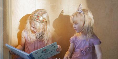 Bild på två flickor