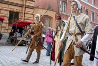 Medeltida marknad på Åbo gamla stortorg.