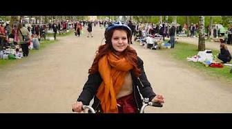 Studerande som cyklar i Åbo
