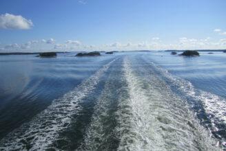 kölvatten och blått hav