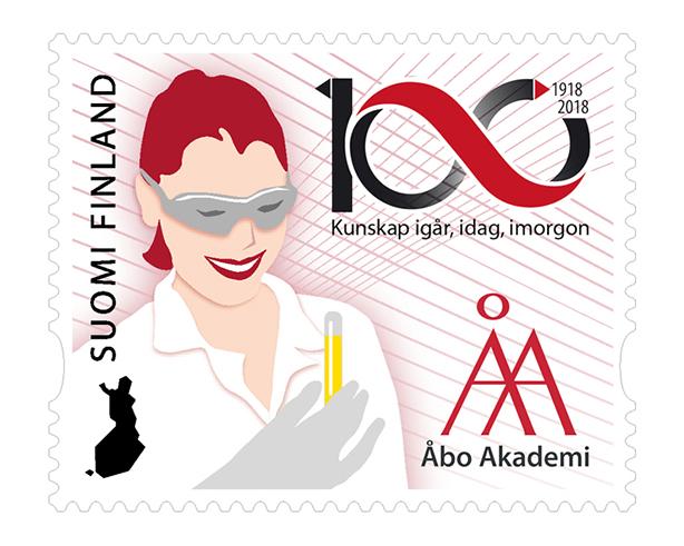 Frimärke som pryds av en kvinnlig forskare i labbrock Åbo Akademis logo.