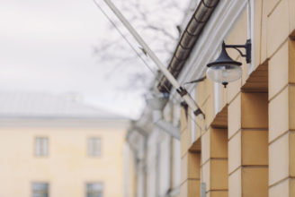 Lykta, detalj från Åbo Akademis huvudbyggnad.