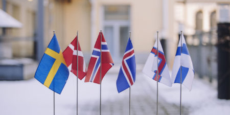 Nordiska flaggor.