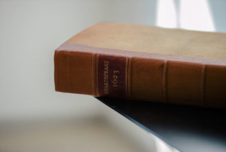Gammal brun bok av Shakespeare