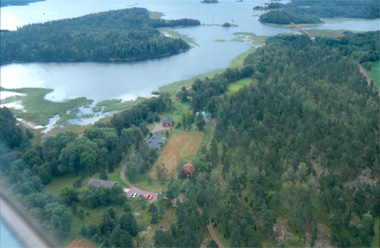 Aerial photograpf of Husö Biological Station with woods and sea round about