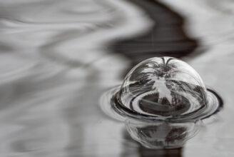 Bubbla på vattenytan
