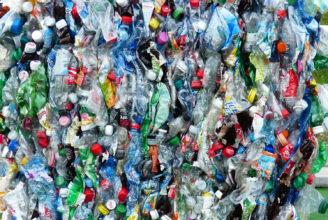 en samling kämd plast