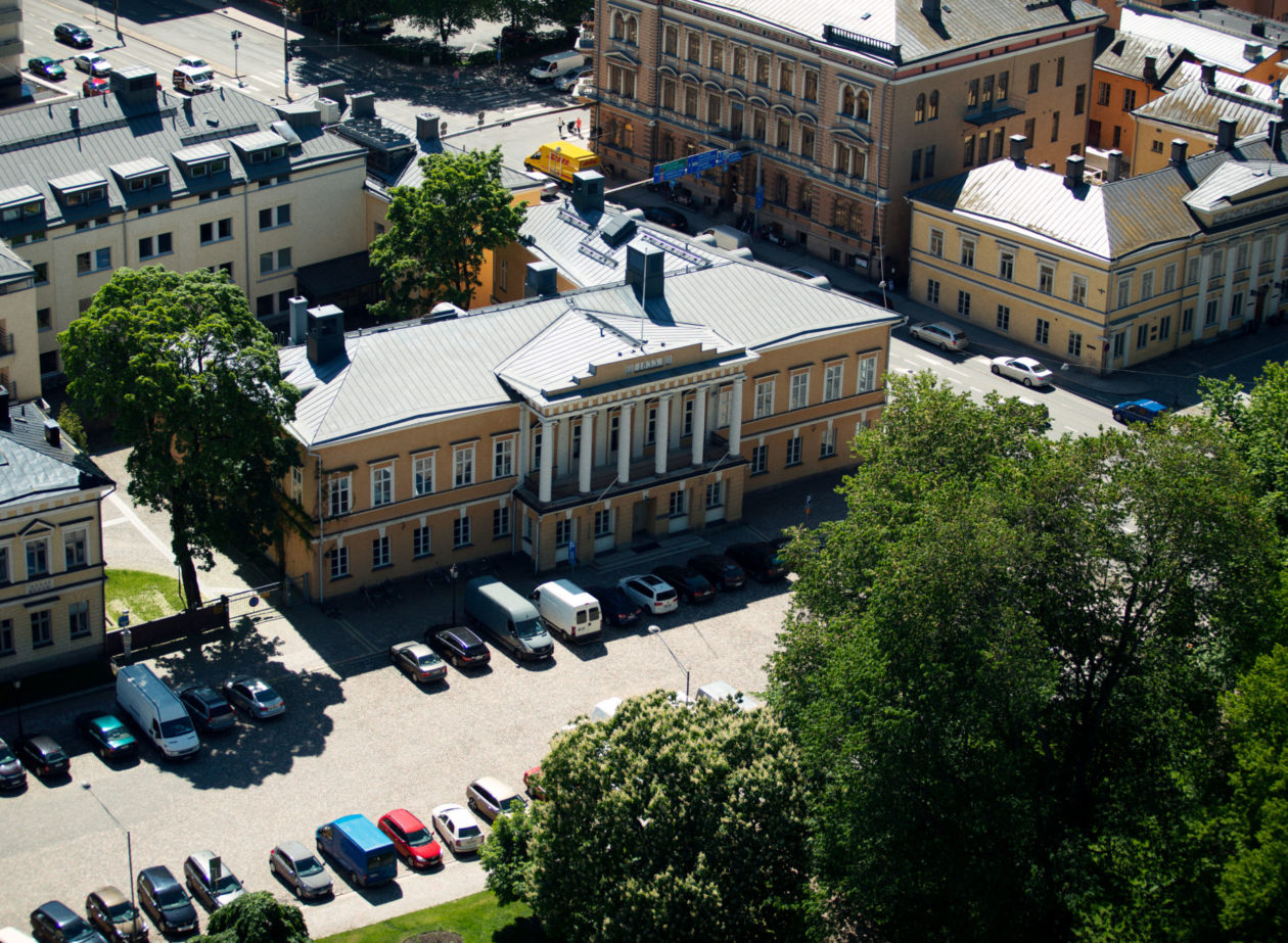 Fågelvy över Åbo Akademis huvudbyggnad.
