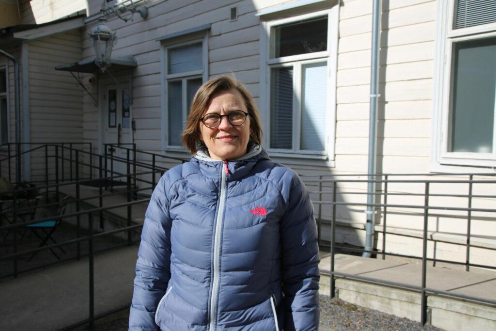 Porträttfoto på Eva Österbacka.