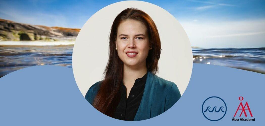 cirkelformad porträttbild av forskaren Anastasia Tsvetkova, mot en havsbakgrund