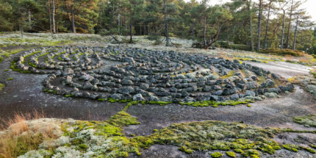 En stenformation, så kallad jungfrudans.