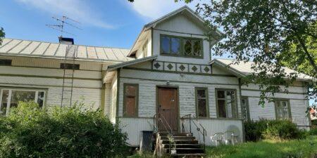 Ett slitet vackert hus.