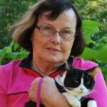 Ilse Bergman med sin katt i famnen.