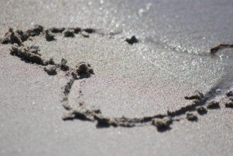 Hjärta ritad i sanden