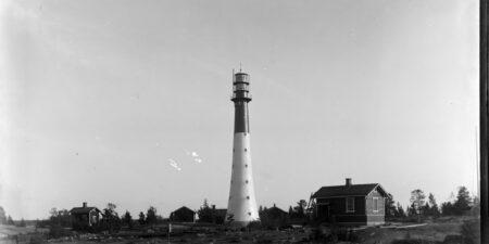 Svartvit bild från 1892 på Yttergrnds fyr.