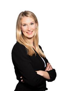 Porträttfoto på Emilia Kronlund.