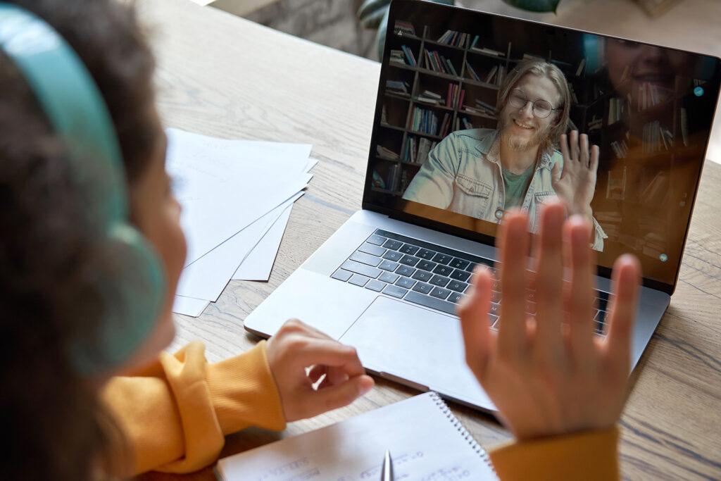 studerande framför dator