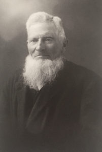 En gammal, svartvit porträttbild på Jan-Erik Nordberg.
